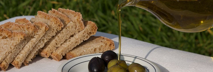 Our olive oil and olives from the orchard to your table